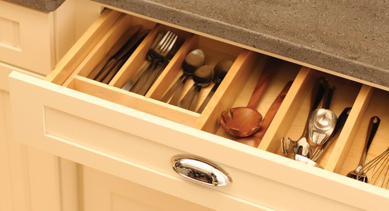neatly organized kitchen drawer