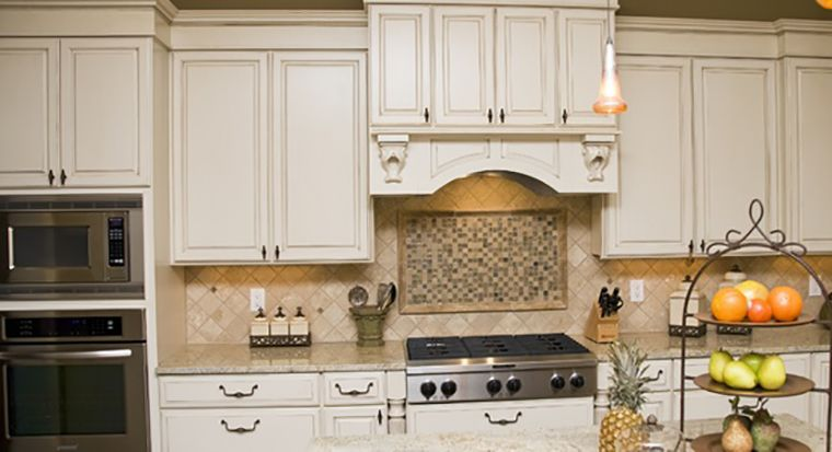 Thermofoil cabinets in kitchen
