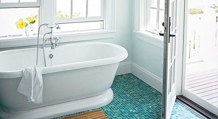 bathroom-with-blue-and-white-tiles-and-sandy-floor