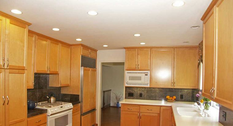 recessed lights in kitchen ceiling