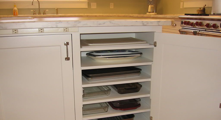 wall cabinets holding cookie sheets